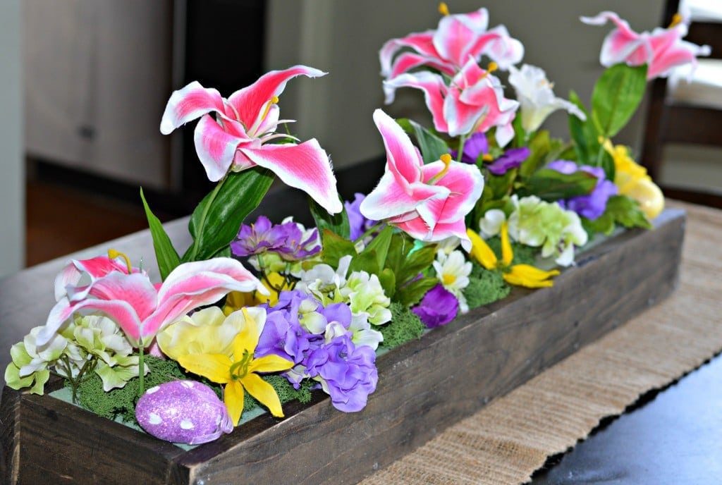 Wooden Box Centerpiece for Spring. To make this work for other seasons, just change what you put inside!