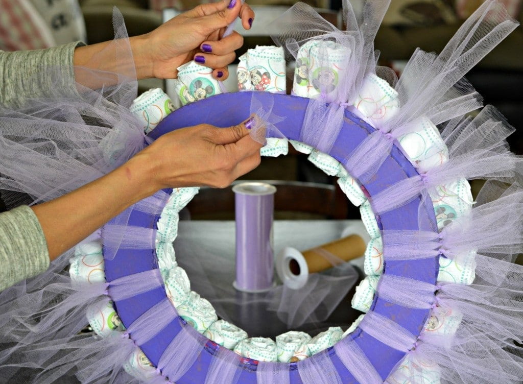 Diy diaper wreath tutorial my latina table for Baby shower decoration ideas with diapers
