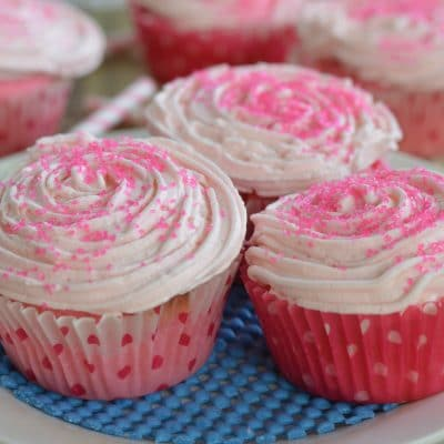 Strawberry Cream Cupcakes + 10,000 Cupcake Challenge